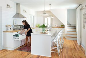 How We Organized The Beach House Kitchen